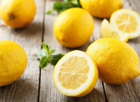 λεμονάδα υλικά φούσκωμα εορταστικό τραπέζι
