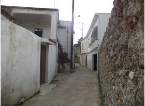 μακρύ στενό χωριό κάτοικοι λιγοστεύει πληθυσμός καρέ