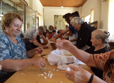 έθιμα Αποστόλοι Πεδιάδος  πολιτιστικός σύλλογος Λένα Ηγουμενάκη ζαχαρωτή μαντινάδα