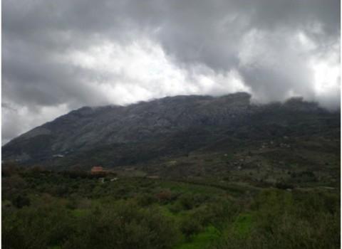 νικολιδάκη παπαδάκης άρδαχτος σβουράκια ανεμογεννήτριες βουνά χωριό έρημο