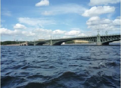 αγία πετρούπολη λευκές νύχτες υψώσεις γέφυρες σχορετσανίτης