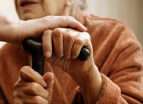 κορωνοϊός ντελίριο ηλικιωμένοι ασθένεια σύμπτωμα έρευνα μελέτη