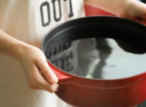 κανένας χωρίς φαγητό καλλιτέχνες μαγείρεμα αγάπη προσφορά εθελοντισμός